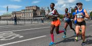 Hässelby SKs Isabellah Andersson och Spårvägens FKs Mikaela Larsson under Stockholm Marathon förra året. SIMON HASTEGÅRD / BILDBYRÅN