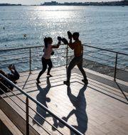 Frankrikes gym hålls fortfarande stängda. På bilden boxningsträning utomhus Jean-Francois Badias / TT NYHETSBYRÅN