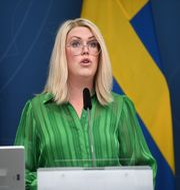 Socialminister Lena Hallengren (S) . Fredrik Sandberg/TT / TT NYHETSBYRÅN