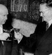 Sovjetunionens regeringschef Nikita Chrusjtjov och Jugoslaviens president Josip Broz Tito. Foto: TT/Pressens bild