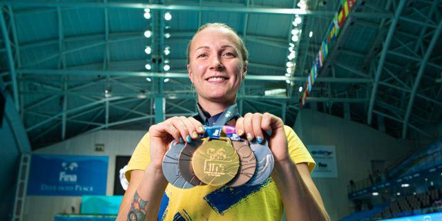 Sarah Sjöström med sina guldmedaljer i juli 2019.0, JOEL MARKLUND / BILDBYRÅN
