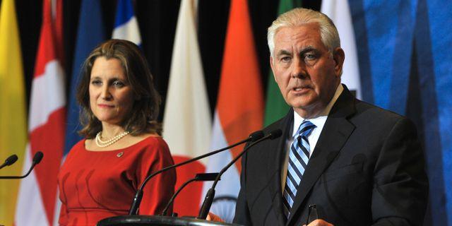 Kanadas utrikesminister Chrystia Freeland och USA:s utrikesminister Rex Tillerson.  DON MACKINNON / AFP