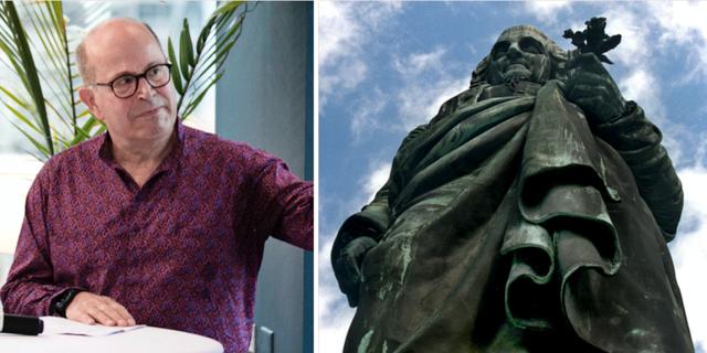 Jan Scherman och en staty över Linné. TT