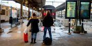 En kvinna och man på Göteborgs centralstation. Adam Ihse/TT / TT NYHETSBYRÅN