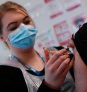 Vaccinering i England, arkivbild.  Alastair Grant / TT NYHETSBYRÅN