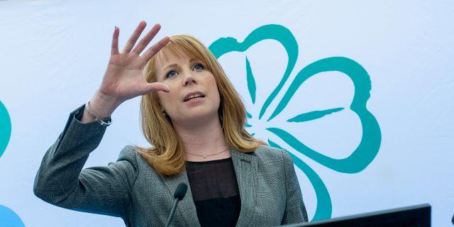 Annie loof beredd att axla rollen som statsminister