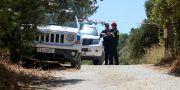 Grekisk polis nära platsen där Eaton hittades.  STRINGER / TT NYHETSBYRÅN