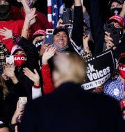 Donald Trump håller ett tal till sina anhängare. Arkivbild från 19 september.  Evan Vucci / TT NYHETSBYRÅN