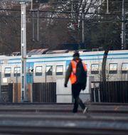 Ett pendeltåg har spårat ur vid Älvsjö station i södra Stockholm. Jessica Gow/TT / TT NYHETSBYRÅN