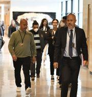 Kammaråklagare Henrik Stiernblad (längst fram) inför rättegångsstarten i Juli.  Erik Simander/TT / TT NYHETSBYRÅN