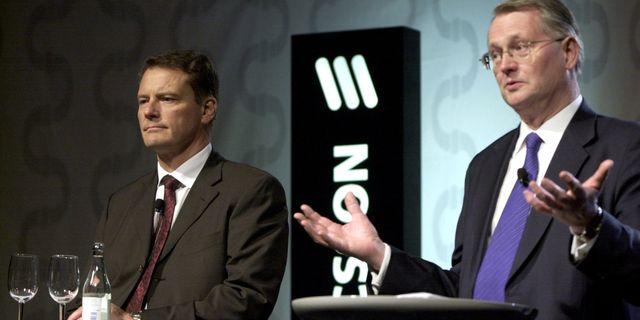 Kurt Hellström vid avgången 2003. Carl Henric Svanberg (till vänster) tog över. Gunnar Lundmark / Svd / TT / TT NYHETSBYRÅN