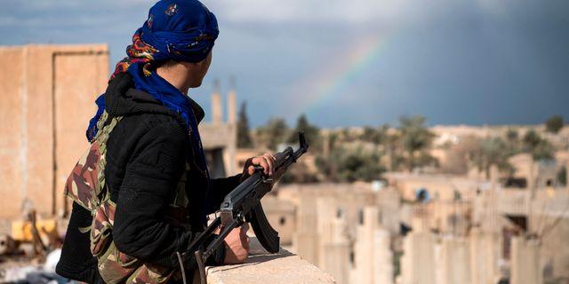 En medlem ur de USA-stödda SDF-styrkorna. FADEL SENNA / AFP