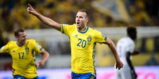 Ola Toivonen jublar efter sitt 2–1-mål mot Frankrike på Friends arena i.  Fotbolls-EM 2020 98282f713870f