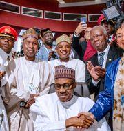 Nigerias President Muhammadu Buhari skriver under AfCFTA HANDOUT / TT NYHETSBYRÅN