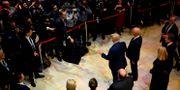 Trump möter pressen i Davos. JIM WATSON / AFP