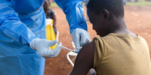 Vaccinering i Mangina. OLIVIA ACLAND / TT NYHETSBYRÅN