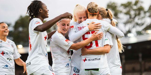 Rosengård jublar på Stockholms stadion. JOHANNA LUNDBERG / BILDBYRÅN