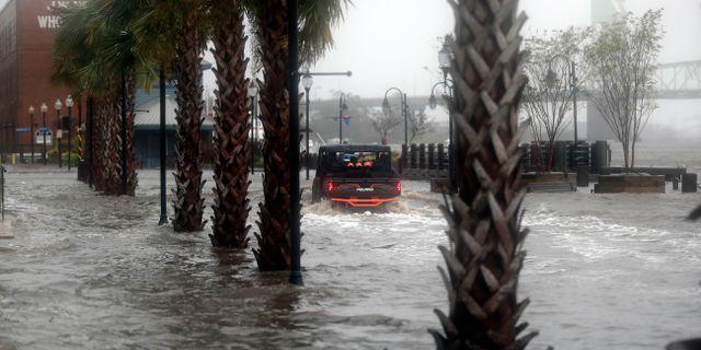 Flera av vägarna i Wilmington, North Carolina, har svämmats över efter stormen Florence.  Chuck Burton / TT NYHETSBYRÅN/ NTB Scanpix