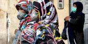 Kvinnor i centrala Teheran, Iran. Bild från 23 februari. Ebrahim Noroozi / TT NYHETSBYRÅN