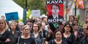 Demonstranter protesterade mot hur Christine Blasey Ford har blivit bemött i sina anklagelser, utanför Kapitolium på måndagen.  Heather Khalifa / TT NYHETSBYRÅN