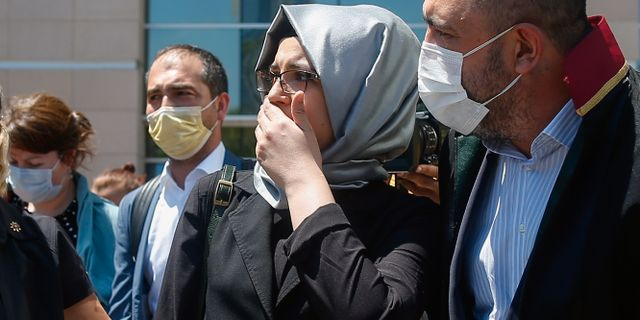 Jamal Khashoggis fästmö Hatice Cengiz utanför rätten på fredagen. Emrah Gurel / TT NYHETSBYRÅN