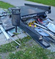 Busskuren är totalt demolerad.  Raphael Cano Felix.