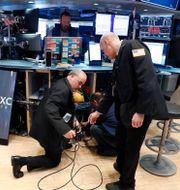 Illustrationsbild: I slutet av mars packade mäklarna från New York-börsens handelsgolv ihop sina datorer för att jobba hemifrån.  LUCAS JACKSON / TT NYHETSBYRÅN