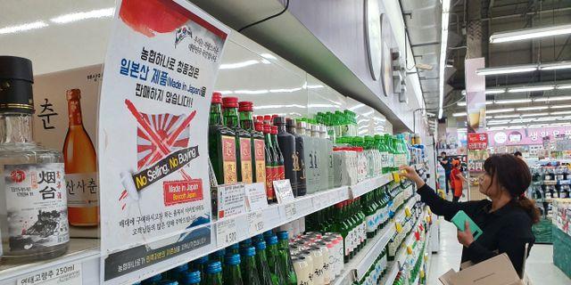 Ett flygblad som uppmanar till bojkott av japanska varor. Stringer . / TT NYHETSBYRÅN