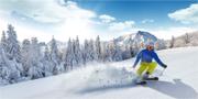 Skön skidåkning i österrikiska Alperna. Istock