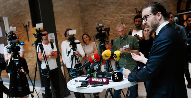 Asap Rockys nuvarande försvarsadvokat Slobodan Jovicic talar på en pressträff. Fredrik Persson/TT / TT NYHETSBYRÅN
