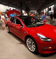 Arkivbild. Tesla Model 3.  David Zalubowski / TT NYHETSBYRÅN