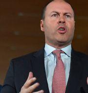 Australiens finansminister Josh Frydenberg, till höger, tillsammans med kommunikationsministern Paul Fletcher.  Mick Tsikas / TT NYHETSBYRÅN