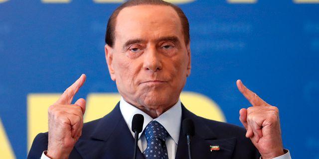 Berlusconi uppmanar till svartjobb