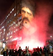 Maradona hyllas i Neapel. Fabio Sasso / TT NYHETSBYRÅN
