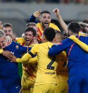 Barcelonaspelarna firar. Angel Fernandez / TT NYHETSBYRÅN