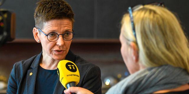 Hermansson kommenterar den friande domen. Ali Lorestani/TT / TT NYHETSBYRÅN