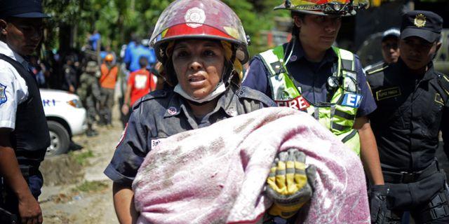 Minst 30 saknas efter jordskredet