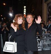 Springsteen med hustrun Patti Scialfa efter premiären, oktober 2017 Evan Agostini / TT NYHETSBYRÅN