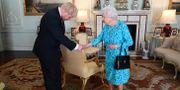 Boris Johnson och drottning Elizabeth. POOL / TT NYHETSBYRÅN