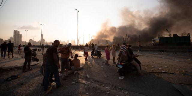 Rök stiger mot himlen efter den massiva explosionen i Beirut. Hassan Ammar / TT NYHETSBYRÅN