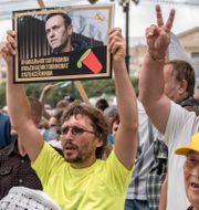 Anhängare till Navalnyj demonstrerar.  Igor Volkov / TT NYHETSBYRÅN