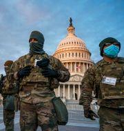 Nationalgardet utanför Kapitolium.  J. Scott Applewhite / TT NYHETSBYRÅN