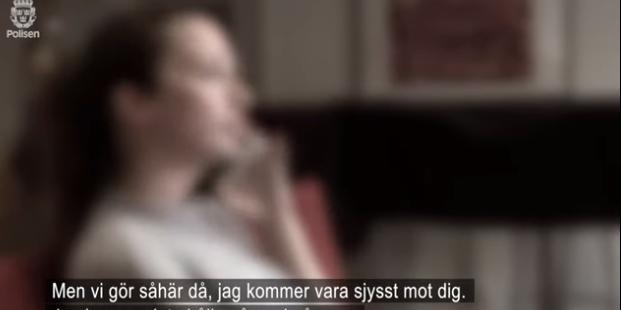 Bild från polisens film på ett inspelat bedrägerisamtal. Polisen.