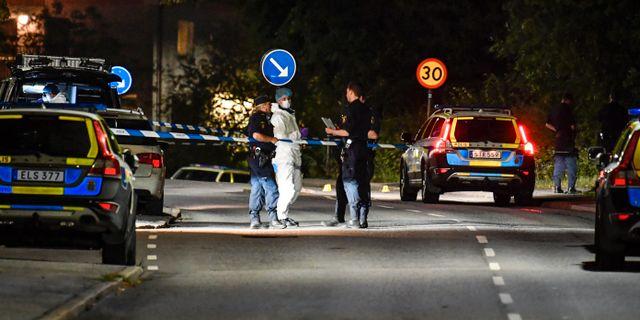 Arkivbild. Polis och tekniker vid en brottsplats.  Jessica Gow/TT / TT NYHETSBYRÅN