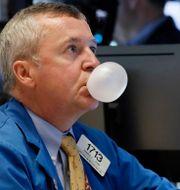 Börsmäklaren James Lamb med en egen bubbla. Richard Drew / TT NYHETSBYRÅN