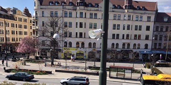 Högtalarna på Möllevångstorget.  Polisen