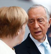 Marcelo Rebelo de Sousa i samtal med Tysklands Angela Merkel. Kamil Zihnioglu / TT NYHETSBYRÅN