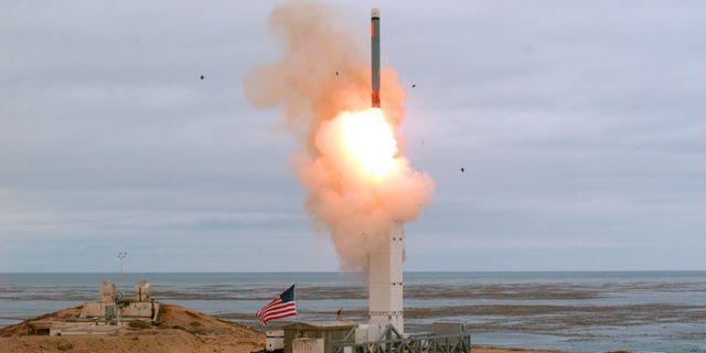 USA:s uppskjutning av en medeldistans kryssningsrobot. Scott Howe / TT NYHETSBYRÅN/ NTB Scanpix
