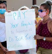 Illustrationsbild: Demonstranter kräver statlig hjälp under pandemin. John Raoux / TT NYHETSBYRÅN