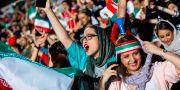 Kvinnliga supporter på Azadiaarenan. STRINGER / AFP